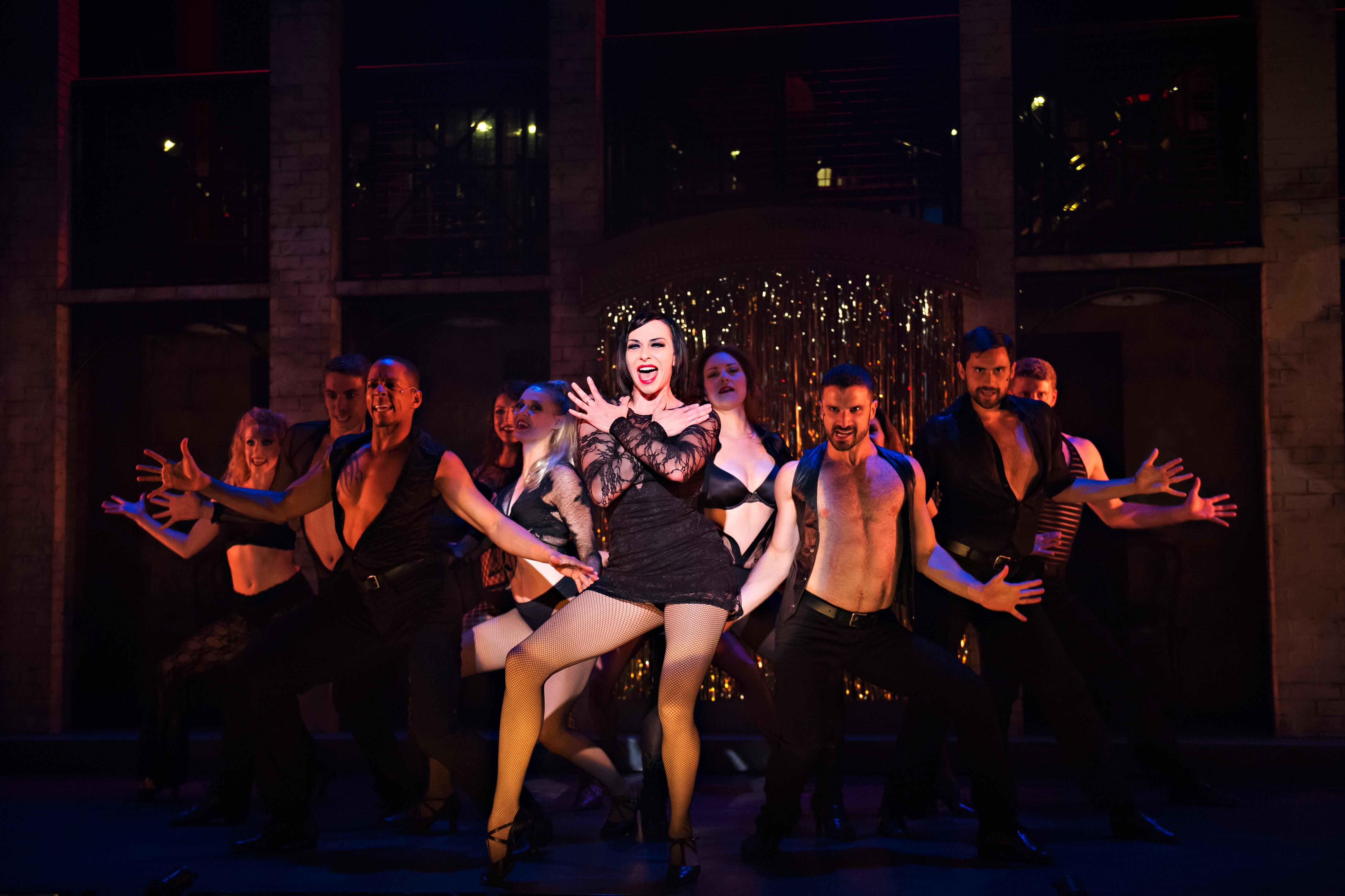 Jodi McFadden and the Cast of Chicago_Drayton Entertainment_2015